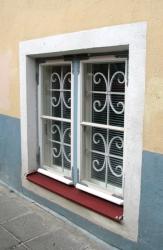 window04